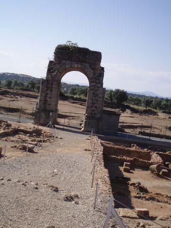 Galisteo - Arco de Caparra